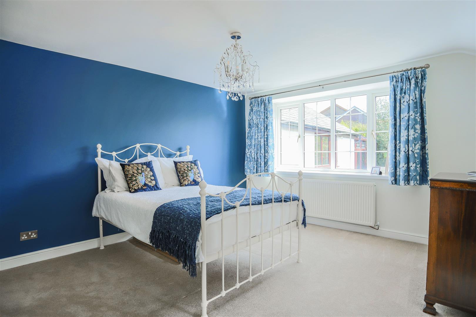 4 Bedroom Semi-detached House For Sale - 18.JPG